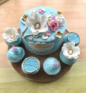Vintage cake with cupcakes