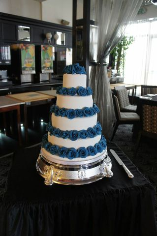 Blue roses wedding cake Cumberland Hotel