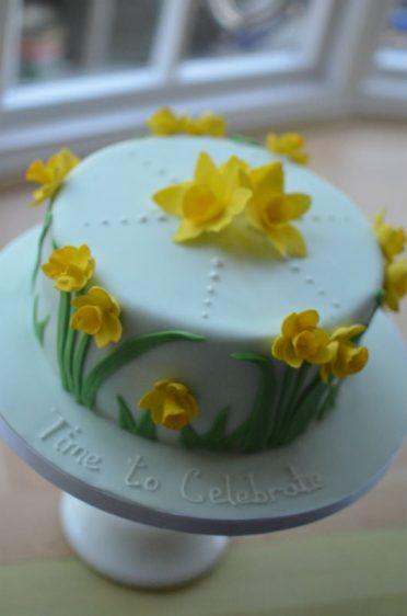 Spring daffodil cake