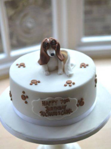 Basset Hound cake.