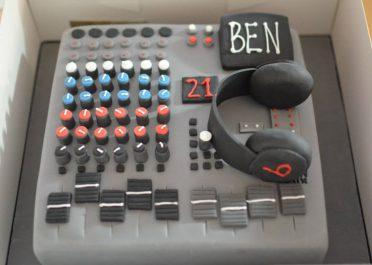 Sound system cake