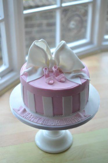 Bow hat box cake.