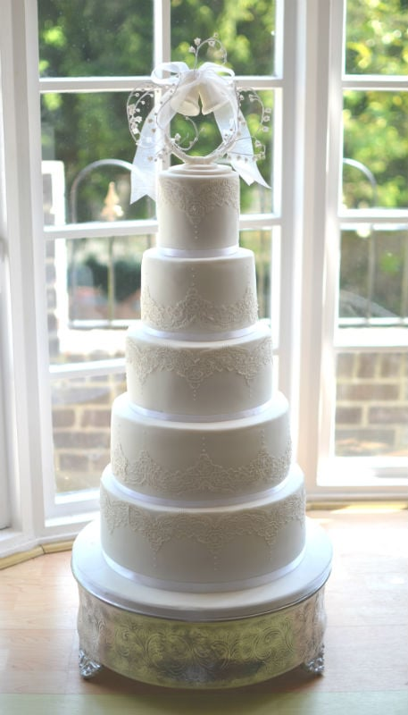 top tier of wedding cake traditions wedding cakes dorset bespoke wedding cakes hampshire 21071