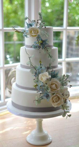 Wired sugar flowers wedding cake