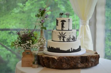 New York wedding cake at Wedding in the Woods. Emery Down