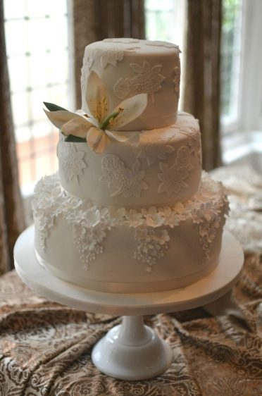 Athina cake Ivory & lace with sugar Lilly at Lilly Langtree Hotel.
