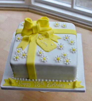 Daisies & bow yellow birthday cake