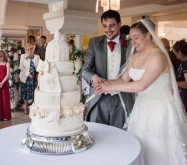 Bride and groom cake cutting at Italian Villa.