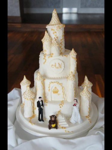 Castle wedding cake Monkey world