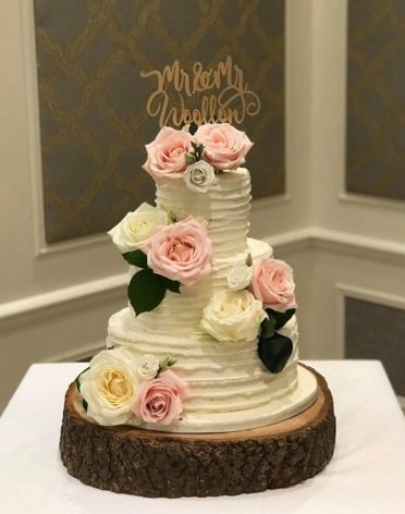 Buttercream coated wedding cake flowers by Landsdown Florist at The Marriot Hotel