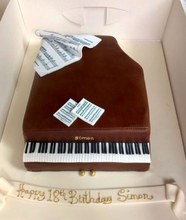 Piano cake wood effect there is also a black version