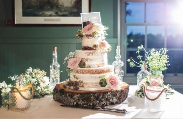 Semi-naked wedding cake at Master Builders Beaulieu