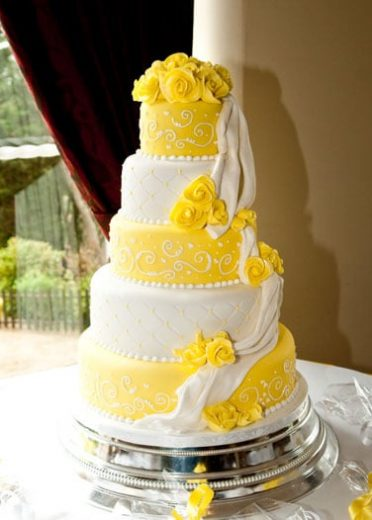 Drapes & roses wedding cake The Chine Hotel