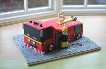 Large 3D Fire engine. Cake board 18″ x 14″