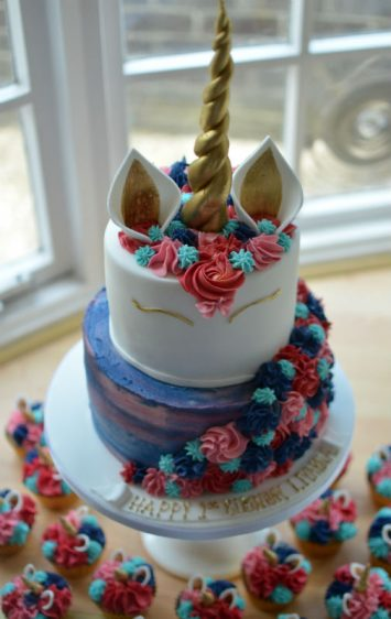2 tier unicorn with matching cupcakes