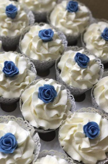 Blue rose cupcakes.