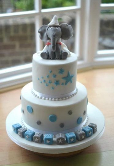 Blue and white Dumbo cake.