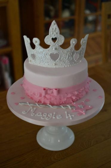 Princess crown with ruffles