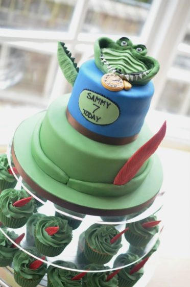 Peter Pan cake with matching cupcakes.