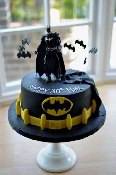 Batman single tier cake with belt.