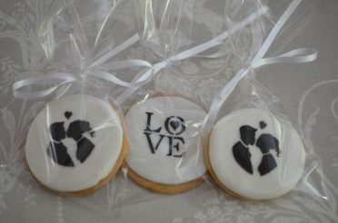 Bride & groom silhouette cookies