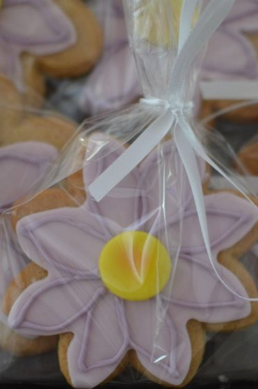 Lilac flower cookie favours