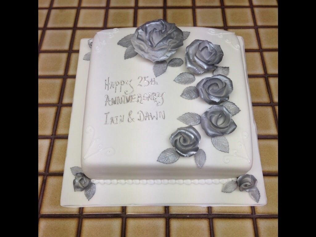 Silver Wedding Anniversary Cake Pictures | deweddingjpg.com