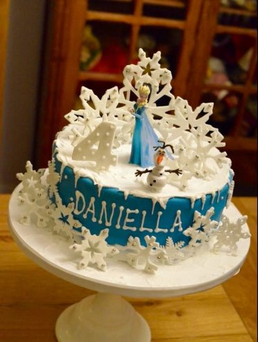 Frozen single tier snowflake cake