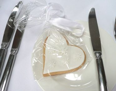 white-love-heart-cookie-3